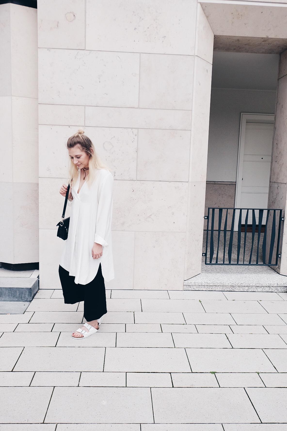 Blogger, Outfit, Black and White, Birkenstock, Layering, Minimalism, Samsoe Samsoe, Weekday