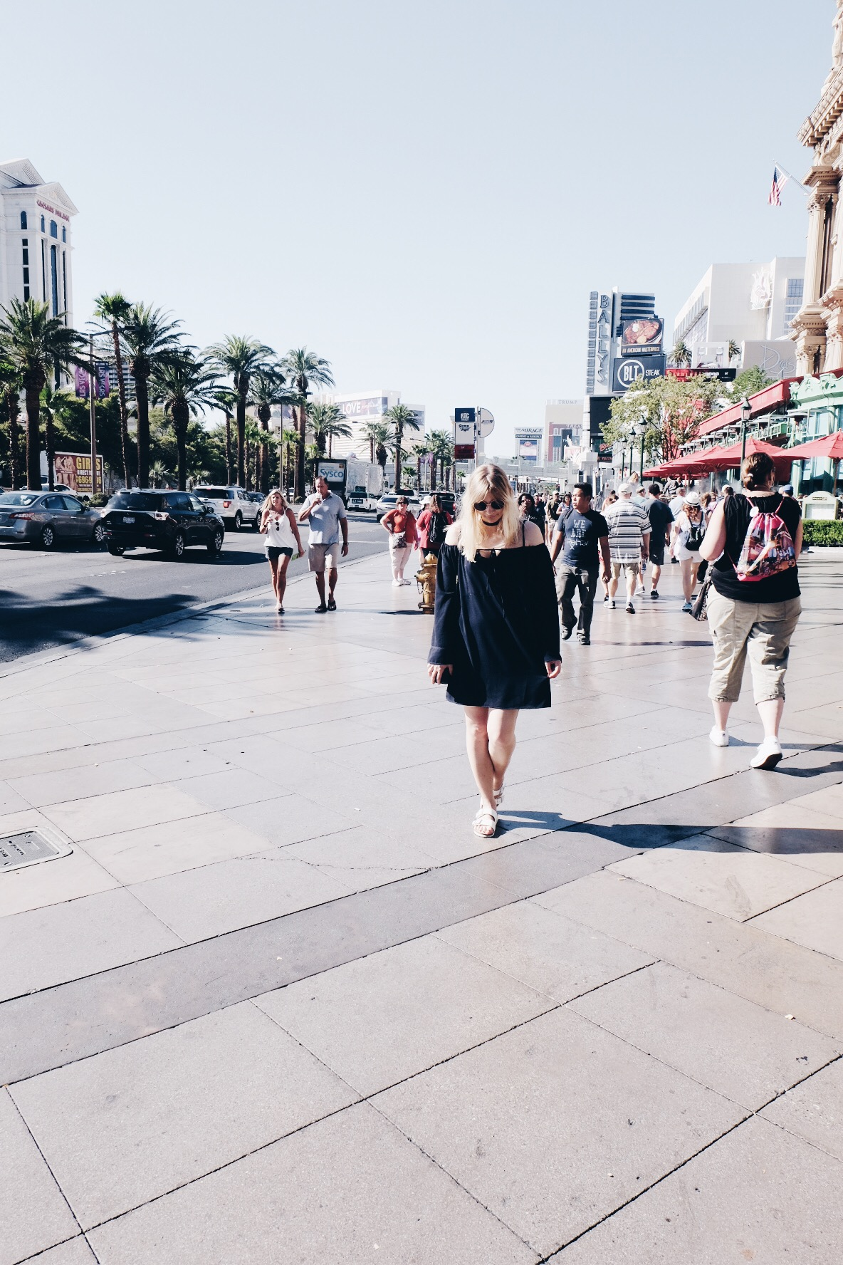 Girl, Las Vegas Strip, Outfit, Off Shoulder, Birkenstock