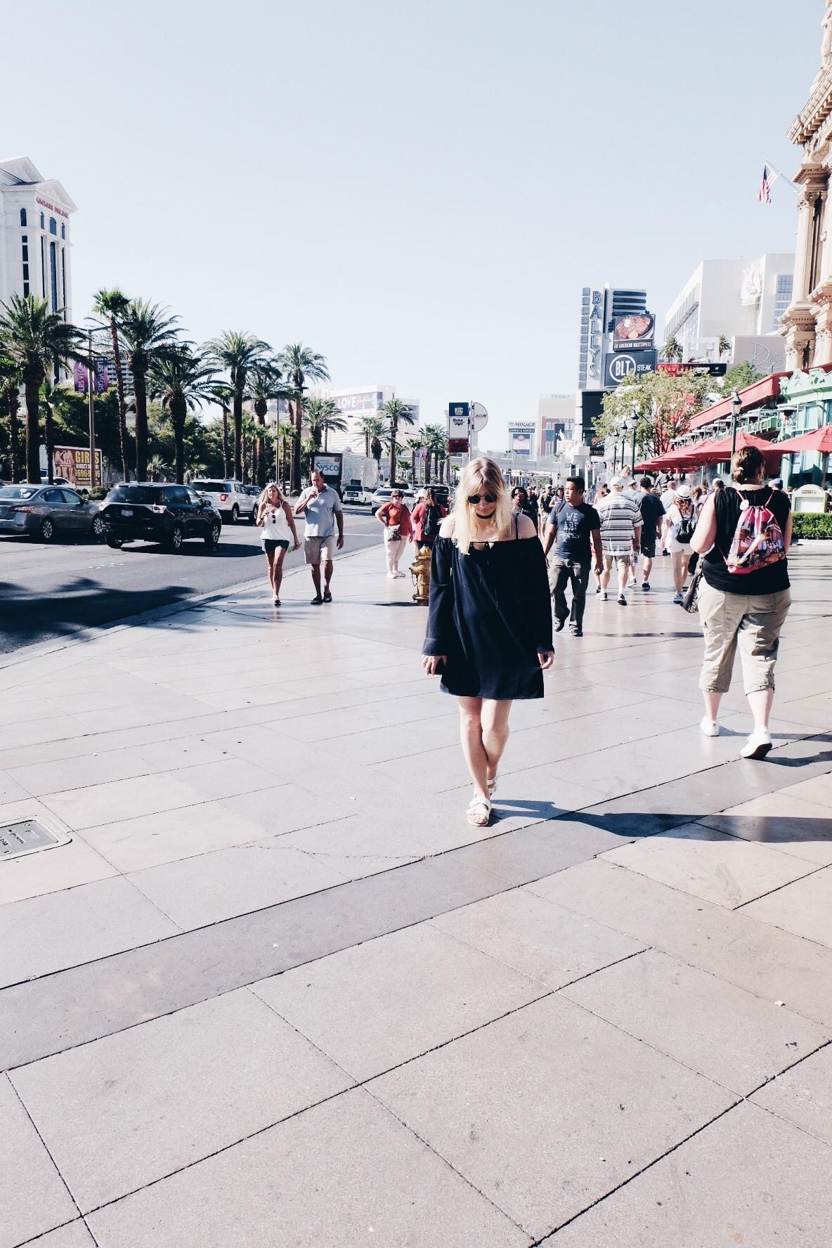 Girl, Las Vegas Strip, Outfit, Off Shoulder, Birkenstock